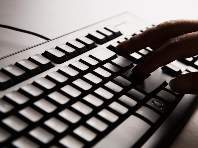 ブログ記事をタイピングする人