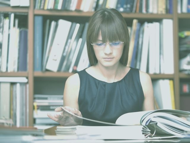 ターゲット層を勉強している女性