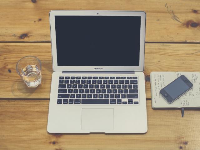 これからブログを作成する人のデスク